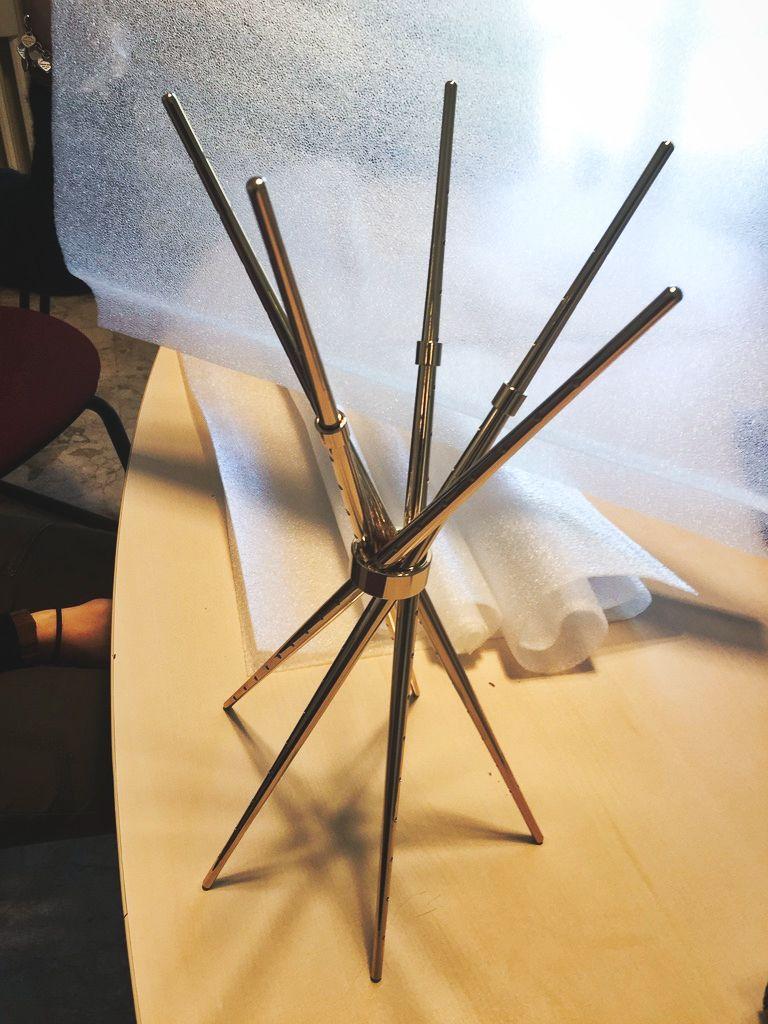 espositore per gioiello Chopsticks di Alessia Montanari
